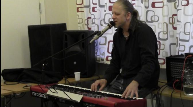Worship music in english: I Saw a Throne – Minä näin valtaistuimen. Uusi ylistyslaulu englanniksi