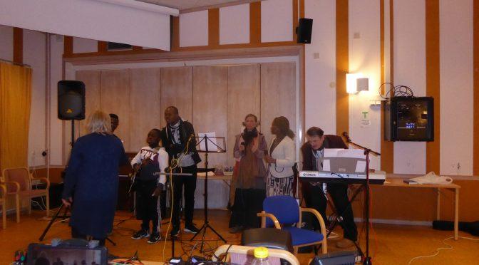 Rebeccas lovsångsgrupp inspelade en lovsång CD och MP3 playlist på denna webbplats